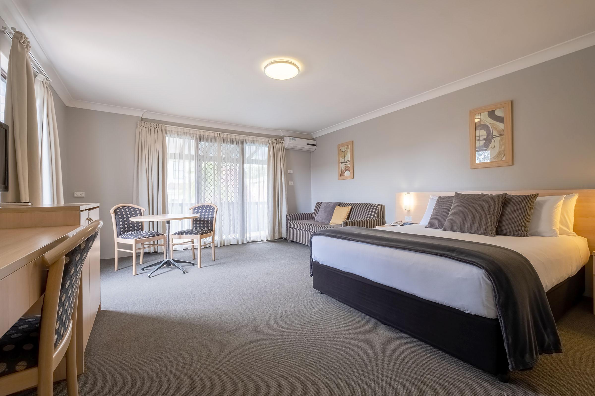 Maclin Lodge Rooms and Apartments